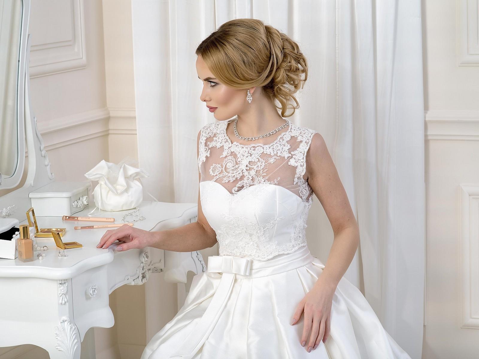 Comment embellir une robe de mari e avec des accessoires for Robe pour un mariage en mai